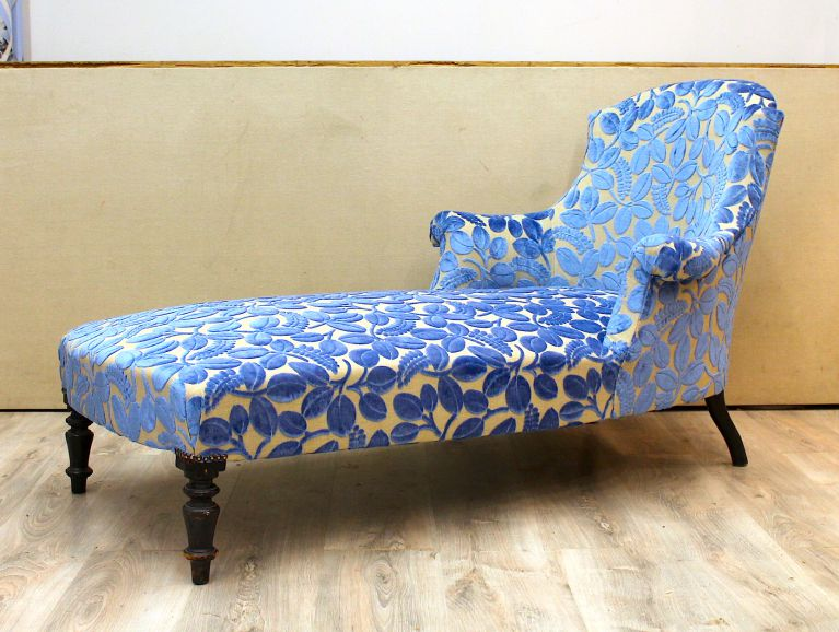 Complete réfection of a Napoleon III meridian sofa - Fabric editor Designers Guild