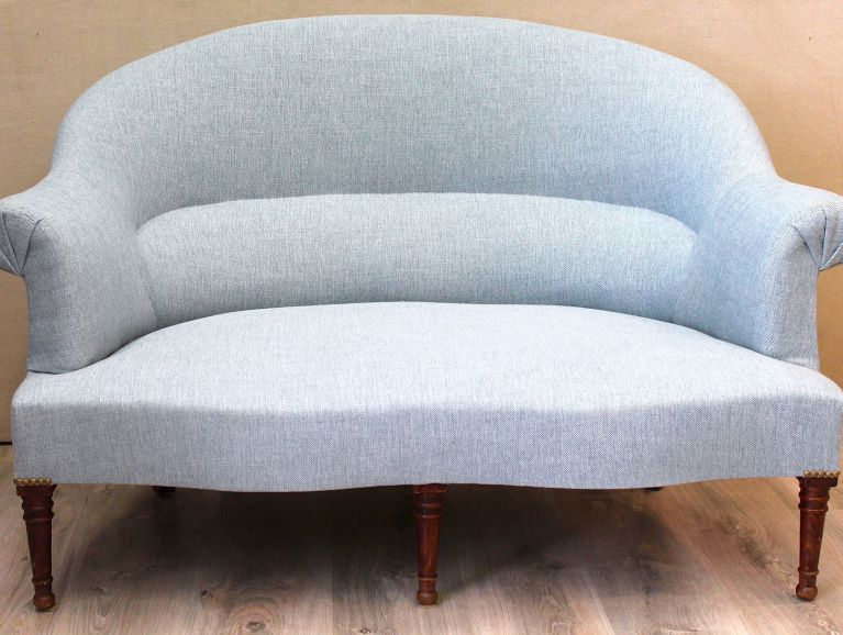 Complete réfection of a toad sofa - Fabric editor GP & JBAKER Kravet Lagoon studded finish