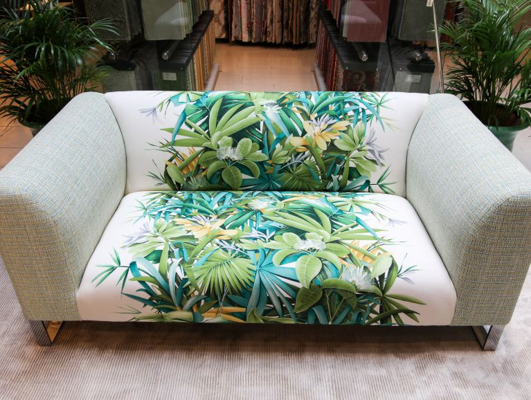Complete réfection of a sofa - Fabric editor GP & JBAKER