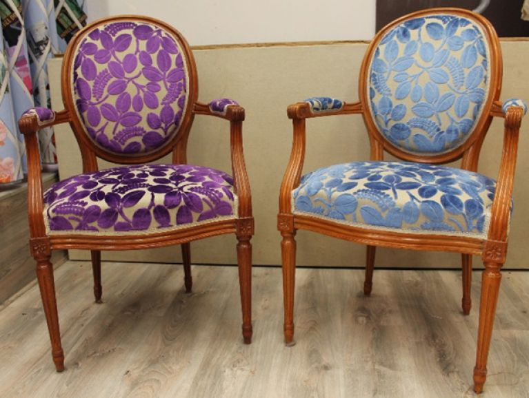 Complète réfection of a pair of Louis XVI armchairs - Fabric editor Designers Guild  with braided finish
