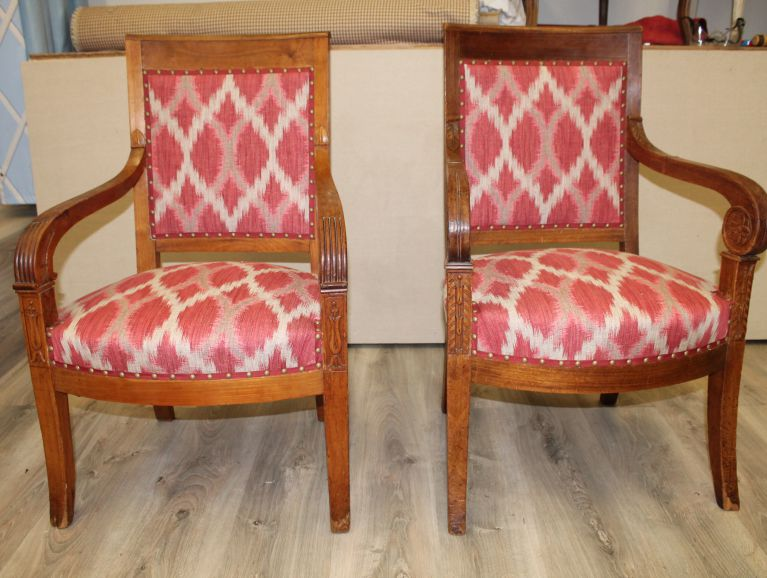 Complete refection of a pair of Restoration armchairs - Fabric editor Manuel Canovas lacquered and studded finish