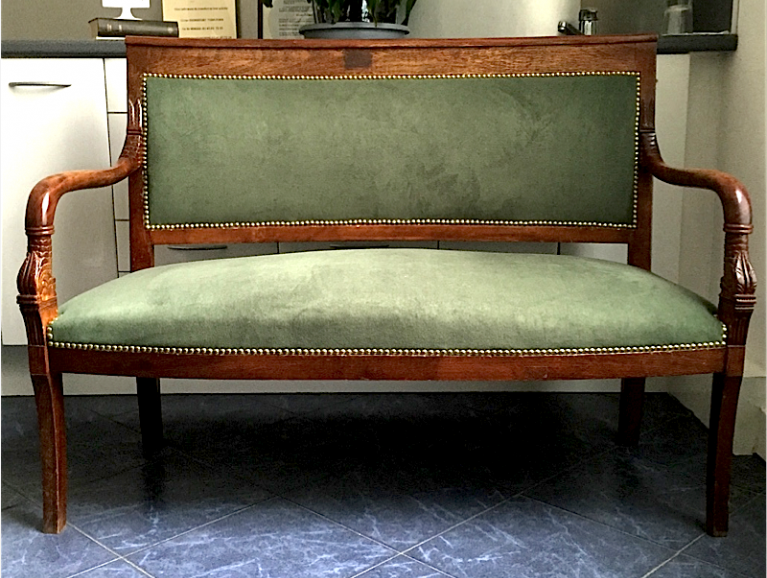Complete réfection of an Empire sofa with dolphin head - Fabric editor Chanée Ducrocq studded finish