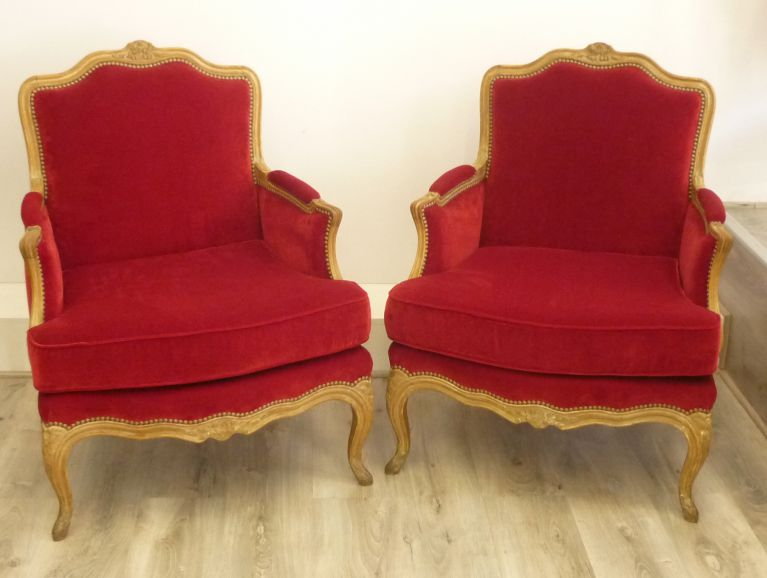 Complete réfection of a pair of Louis XV shepherdesses - Fabric editor Nobilis studded finish