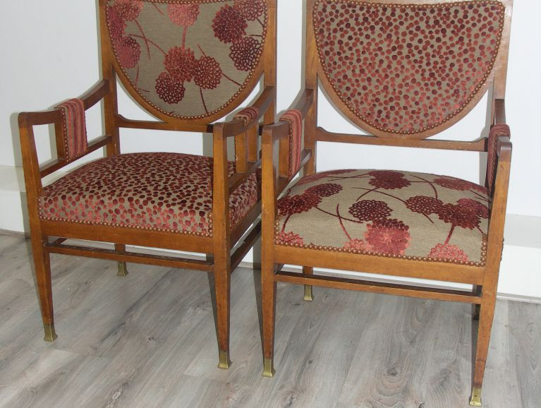 Complète réfection of a pair armchairs Art Deco  - Fabric editor Casal studded finish