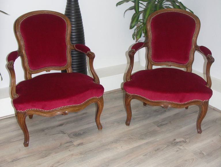 Complete refection of a pair of Louis XV armchairs stamps - Fabric editor velvet Nobilis studded finish