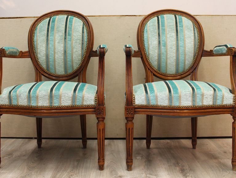 Complète refection of a pair of Louis XVI armchairs - Fabric editor Designers Guild studded finish