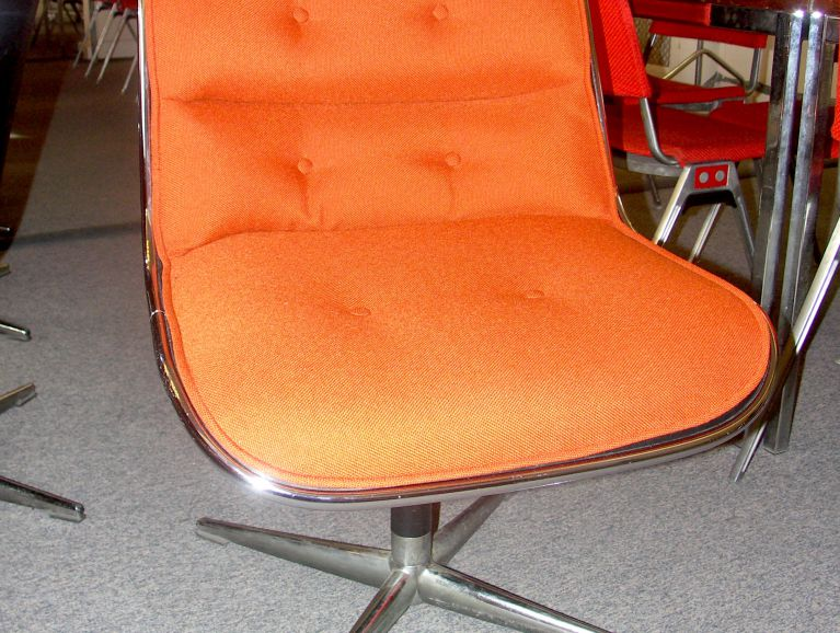 Complete réfection of a Charles Pollock Chair edited by Knoll - Fabric editor Kvadrat