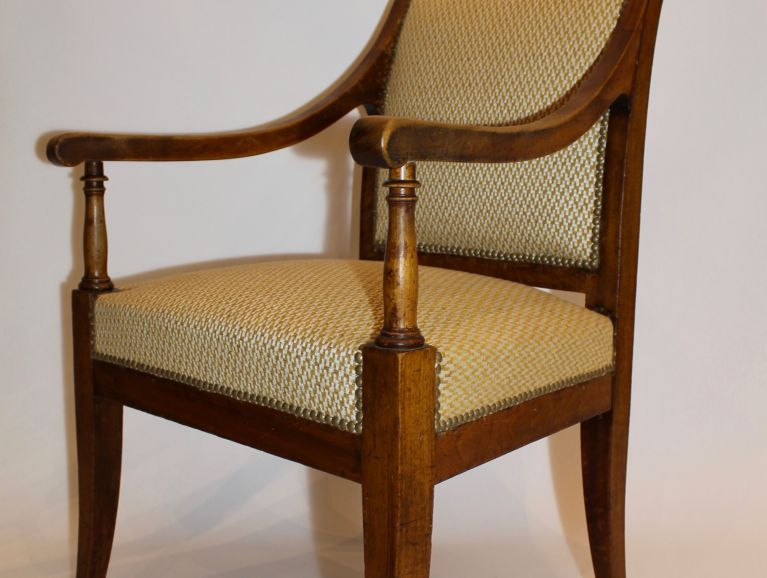 Complete refection of a Directoire armchair - Fabric editor Les Toiles de Mayennes studded finish