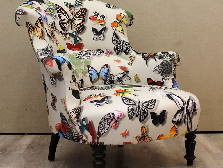Complète refection of a Valence Armchair - Christian Lacroix Butterfly Parade fabric edited by Designers Guild