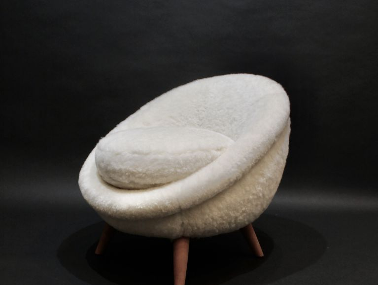Creation of an egg chair by designer Jean Royère - shaved lambskin cover from Norki