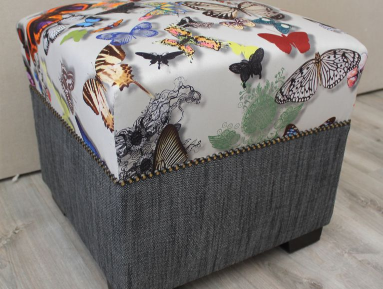 Refection d'un pouf carre - Tissu editeur Christian Lacroix diffusion Designers Guild finition cloutee.JPG