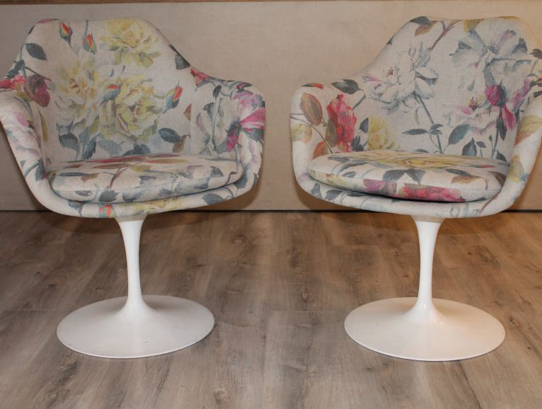 Complete réfection of a pair of chairs by designer Eero Saarinen - Fabric editor Designers Guild